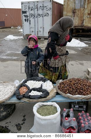 SAMARQUAND REGION, UZBEKISTAN - MARCH 14, 2015: Roadside food bazaar