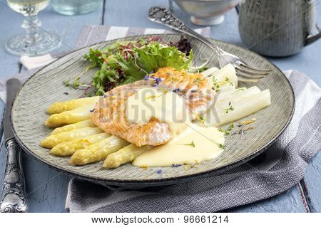 White Asparagus with Salmon