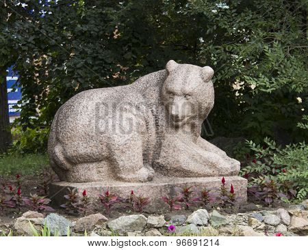 Sculpture of bear