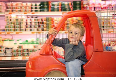 Child  In Supermarket