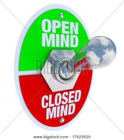 Um interruptor de alavanca de metal com placa de leitura de mente aberta e mente fechada, virado para a posição aberta