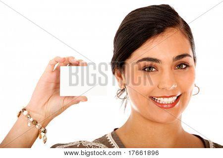 Frau zeigt ihre persönlichen Kontakt Karte - isoliert weiß