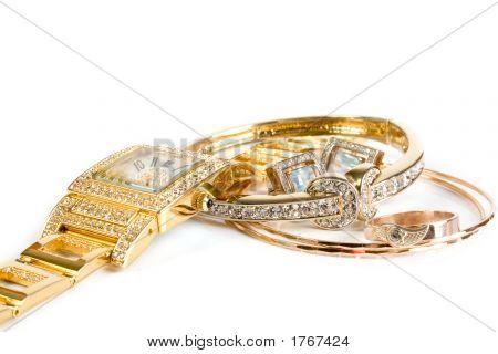 Goldene Uhr und Schmuck
