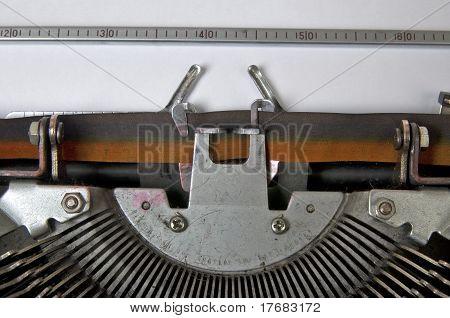 Papier und Schreibmaschine