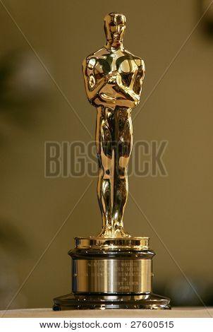 CANNES - 15 de maio: Este Oscar estátua pertencente ao Jerry Lewis está em exibição em Cannes, França, 1 de maio