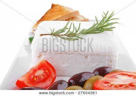 imagen de tostadas y verduras con queso feta suave