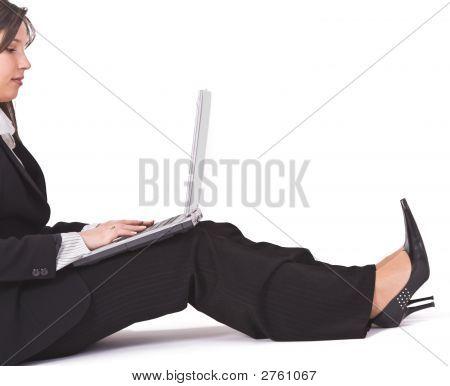 Frau Working auf Laptop