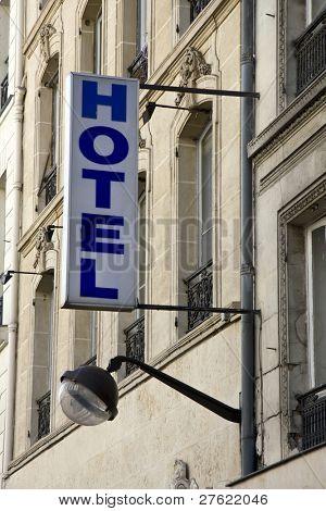 Hotel pequeno e velho edifício em Paris França