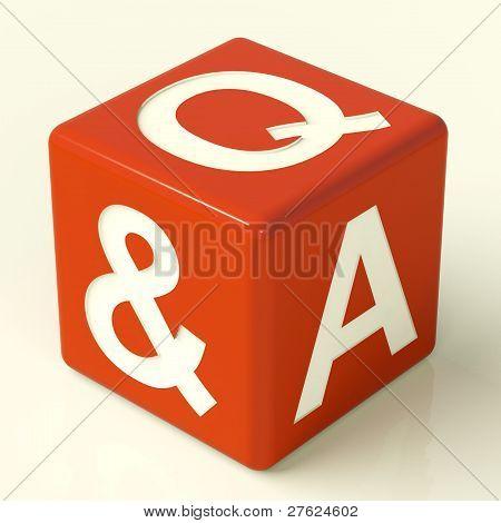 Frage und Antwort Würfel als Symbol für die Unterstützung