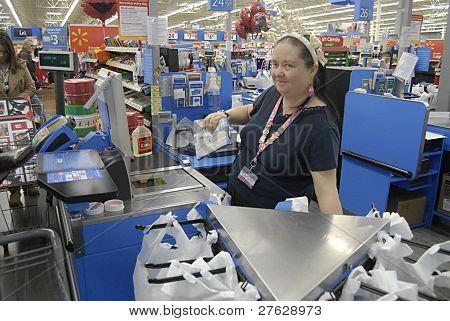 Usa_clarkston_walmart Shopper