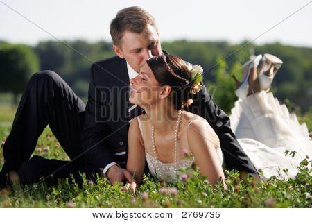 Weiße Hochzeit Braut und Bräutigam