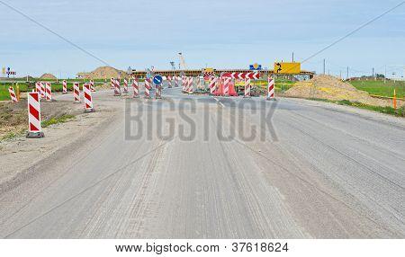 Roadsigns na estrada em construção