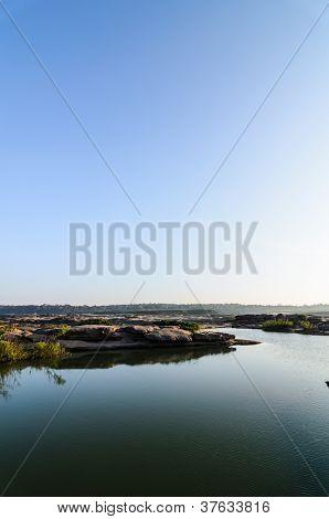 Lagoa de Sampanbok, no Rio Mekong