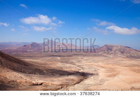 Norte de Fuerteventura, vista oeste de Montana Roja (montaña roja)