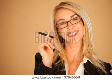 Mulher atraente profissional fumar