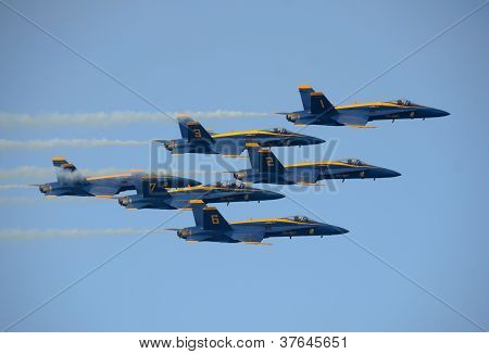Us Navy's Blue Angels Aerobatic Team