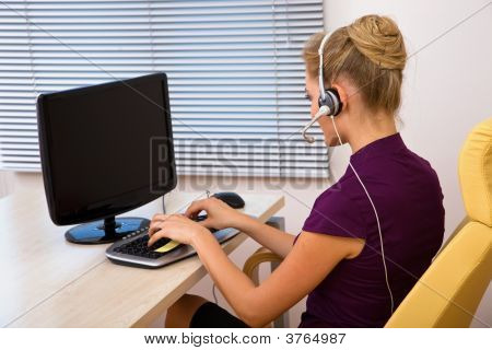 Call Center Operator Working