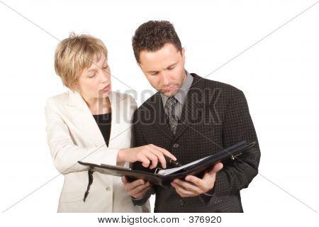 geschäftsfrau, die Bericht zu ihrem partner