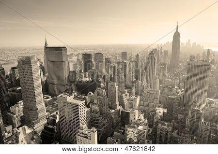 Skyline de la ciudad de Nueva York blanco y negro en midtown Manhattan view panorama aéreo en el día.