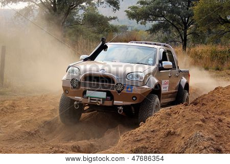 Gold Gwm Steed On 4X4 Course