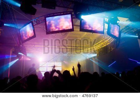Personas en el concierto