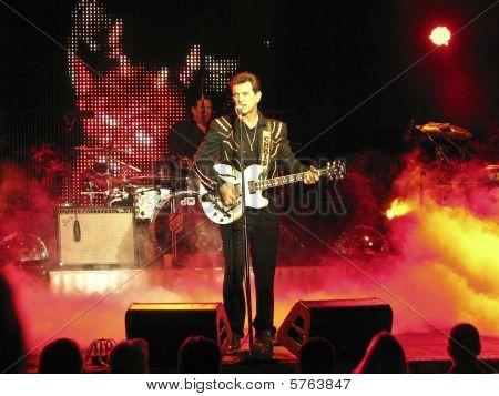 Chris Isaak in Concert