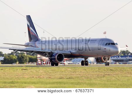 Aeroflot - Russian Airlines Airbus A321-211 aircraft landing on the runway