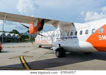 LANGKAWI - MAY 01: Firefly ATR-72 on May 01, 2014 in Langkawi, Malaysia. FlyFirefly Sdn Bhd, operating as Firefly, is a full-service point-to-point carrier and a full subsidiary of Malaysia Airlines.