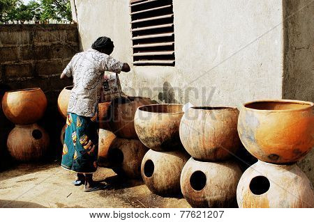 A Woman Pays In Other Container To Cool