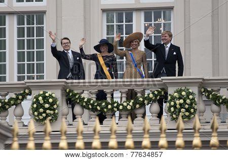 Royal dutch family is waving