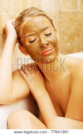 Woman with chocolate mask based on a bath by elbow.