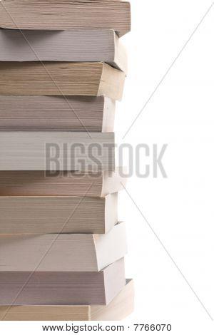 Gestapelte Taschenbücher