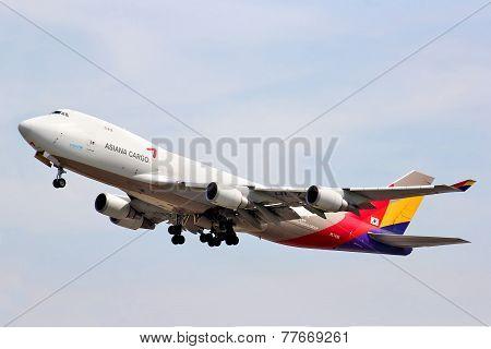 Asiana Cargo Boeing 747