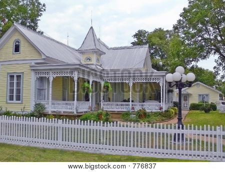 1900's Victorian House
