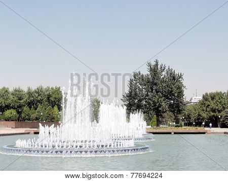 Tashkent The Fountains On Independence Square 2007
