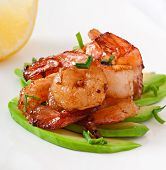 picture of sauteed  - Shrimp sauteed with garlic and soy sauce on a cushion of avocado slices - JPG