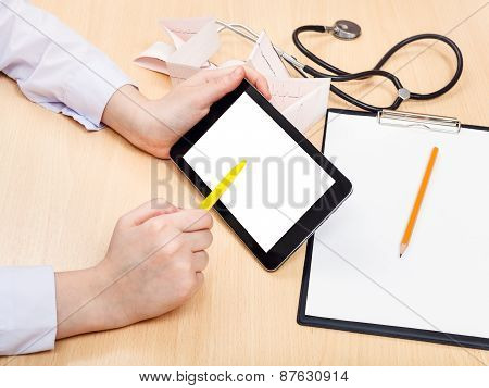 Doctor Works With Tablet Pc