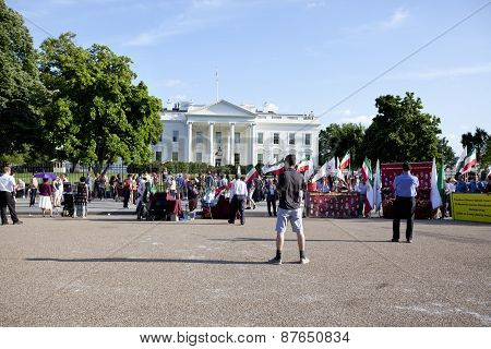 Iraqi protesters in front of White House