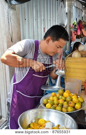 Street Vendor Sells Fresh Orange Juice
