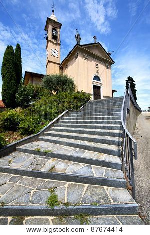 Lombardy    The Jerago Old   Church  Closed