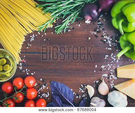Vegetable Pasta Ingredients: Spaghetti, Pepprs, Tomatoes, Basil, Rosemary, Parmesan Cheese, Olive Oi