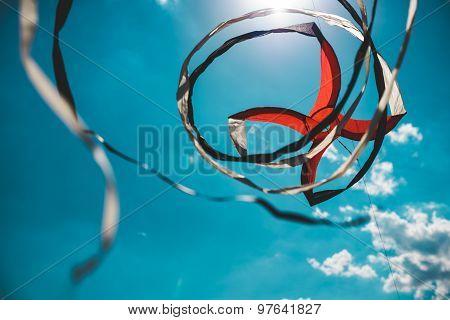 Spinning kite