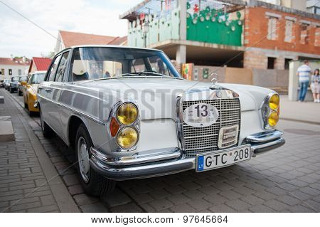 Mercedes-Benz 280 SE (W108)