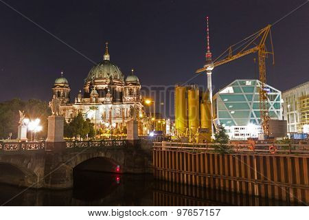 berliner dom / berlin cathedral and tv tower at night