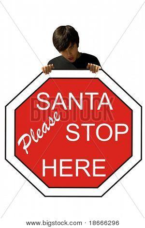 Joven, con un cartel de la parada de Santa