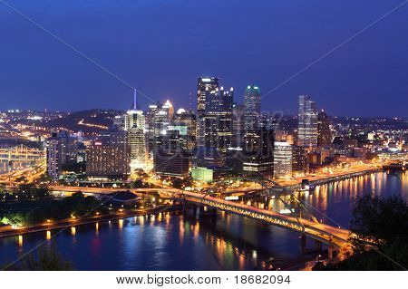 Pittsburgh's Skyline von Mount Washington in der Nacht