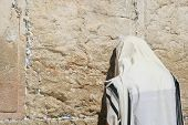 picture of tora  - A Men is Praying At The Wailing Wall  - JPG