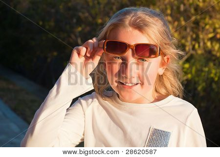 smiling teen girl wearing suglasses outdoor