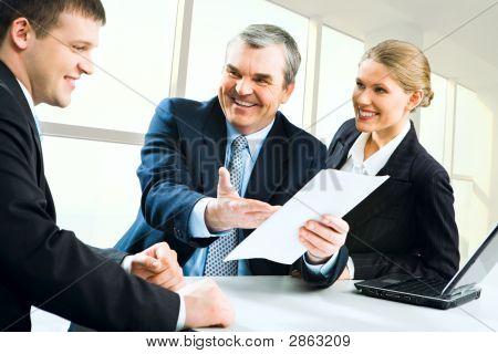 Explicando las instrucciones de la empresa