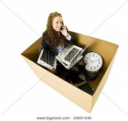 Mujer en una pequeña oficina
